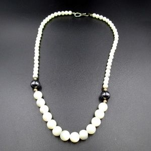 Jewelry - Vintage Mother Of Pearl Beaded Necklace 18 Inches